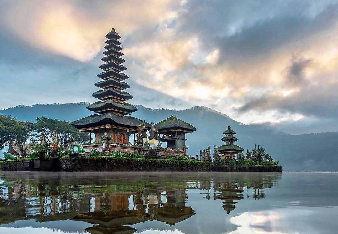Bali Tour Package 4 Days 3 Nights at 4-star Hotels. Tour to Uluwatu, Kintamani, Ubud, Lake Bratan & Tanah Lot
