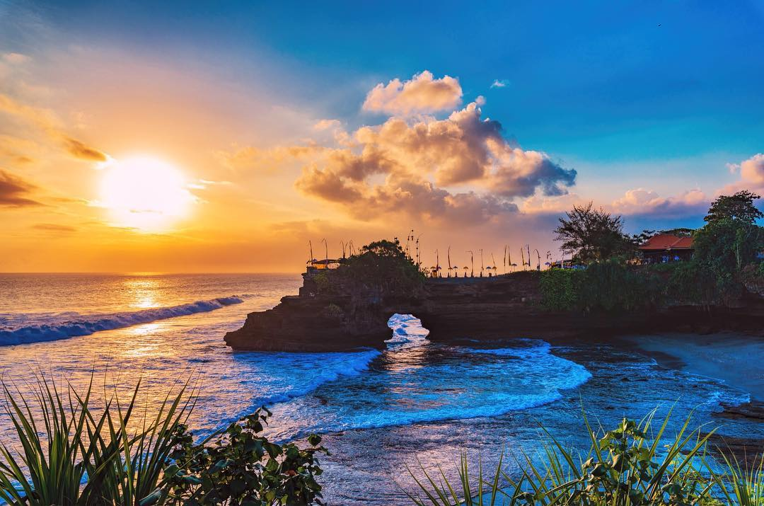 Bali Tour Package 5 Days 4 Nights at 4-star Hotels. Tour to Uluwatu, Kintamani, Ubud, Ulun Danu, Tanah Lot, Rafting & Bali Zoo