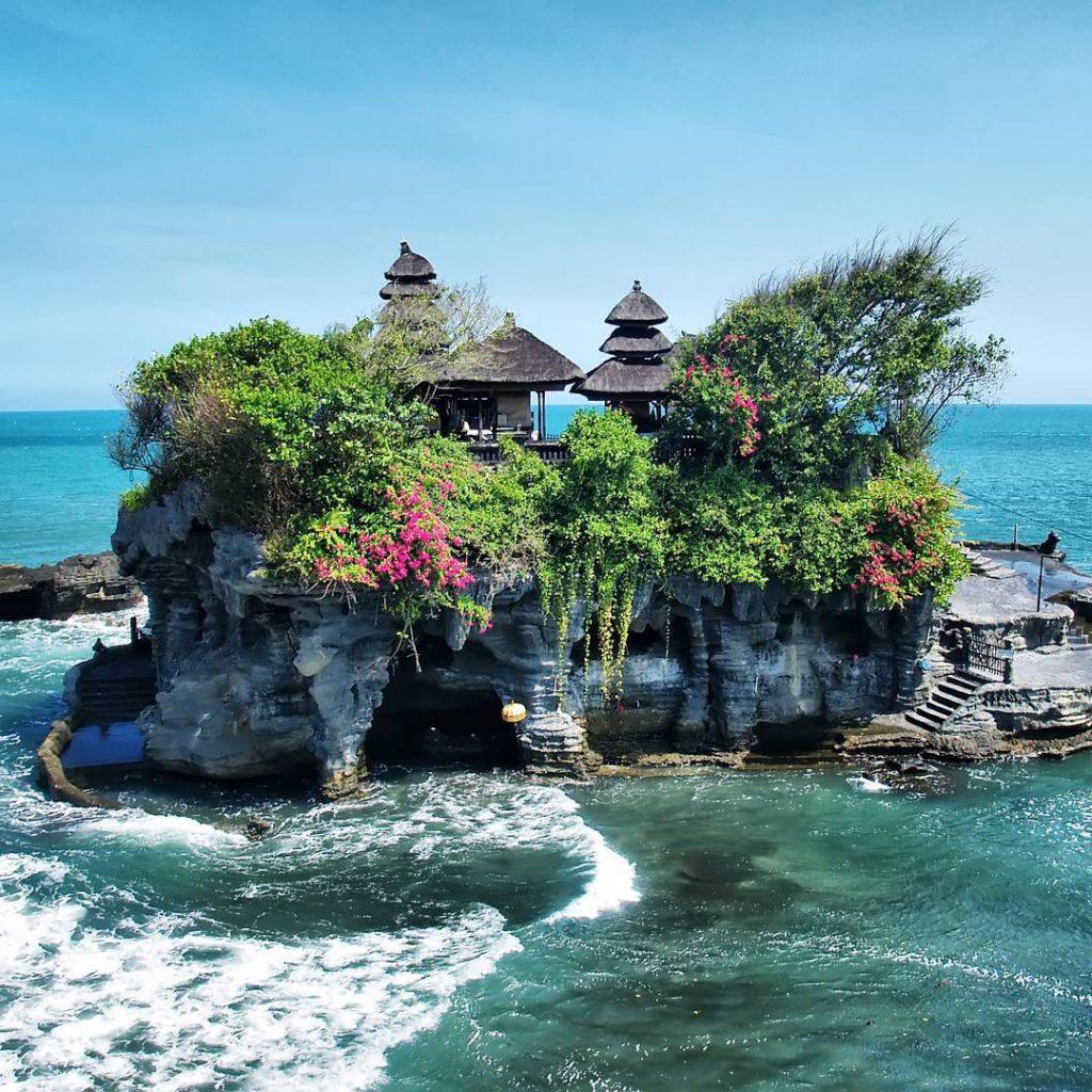 Tanah Lot Temple Entrance Fee. Tanah Lot Curse. How to get to Tanah Lot - tanah lot