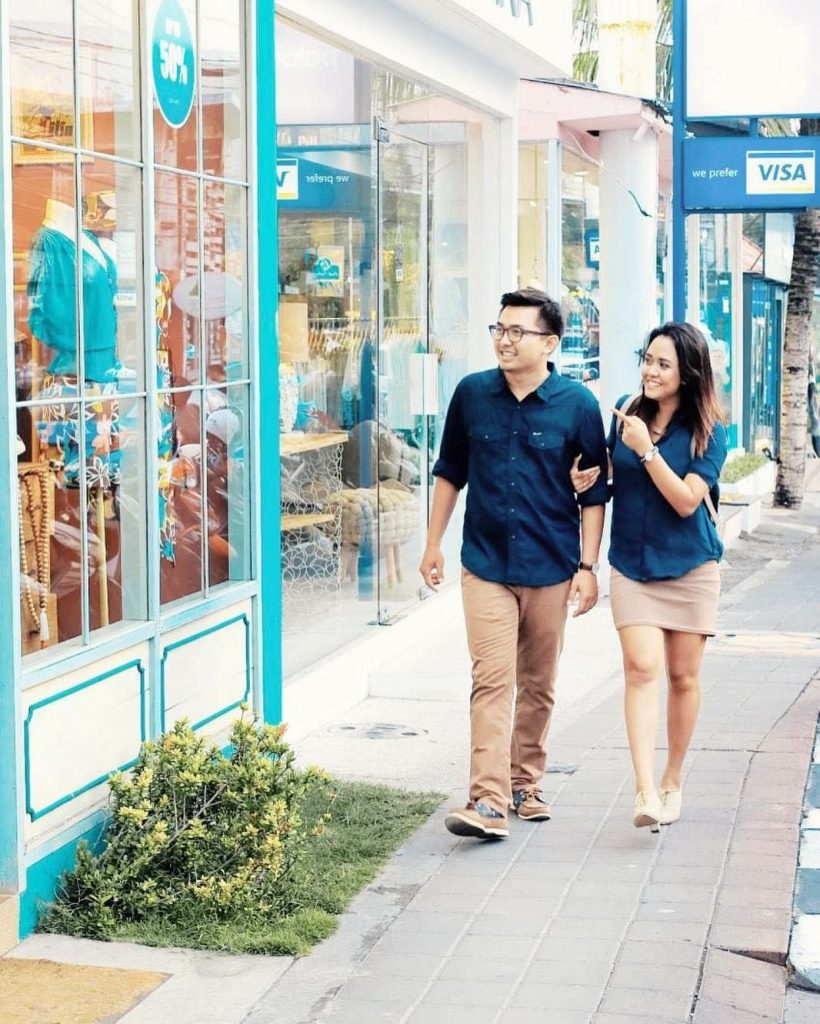Top 12 things to do in Seminyak - Walk down the best shopping street Jalan Oberoi