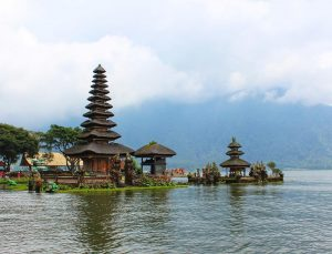 Ulun Danu Temple entrance fee. Pura Ulun Danu Bratan opening hours - Bali Indonesia Ulun Danu Temple